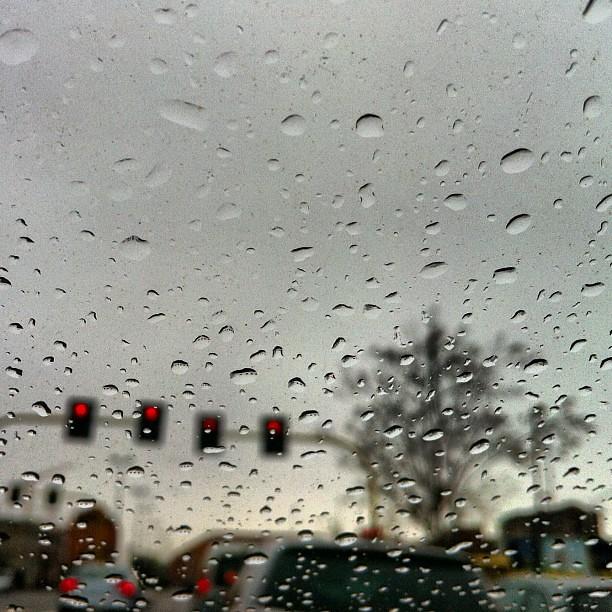 Altra pioggia su vetro.