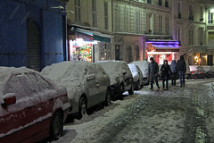 Rue des Trois Frres - Paris (France) (Meteorry) Tags: road street winter snow paris france cars night evening europe hiver january montmartre shops neige stores soir rue nuit voie voitures meteorry 2013 magazins ruedestroisfrres