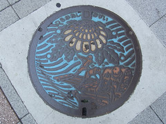 Utagawa Hiroshige Manhole Cover2: Hirakata city, Osaka, Japan-800 (edamame note) Tags: city color japan metal japanese design cover sewage  manhole sewer 800 chrysanthemum lid ukiyoe yodogawa kiku hirakata      yodoriver    utagawahiroshige    andohiroshige r0011569
