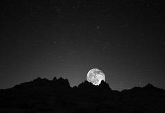 A Starry Moonrise (Dave Toussaint (www.photographersnature.com)) Tags: california ca longexposure travel november sky bw usa moon white black nature monochrome night photoshop canon landscape photo interestingness interesting skies photographer cs2 picture hwy full clear explore socal adobe sierras southerncalifornia lonepine 2010 owensvalley infocus highway395 easternsierra alabamahills movieroad denoise 60d topazlabs photographersnaturecom davetoussaint blinkagain bestofblinkwinners