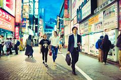 Evening Stroll Through Shinjuku (Jon Siegel) Tags: street girls people men boys beauty fashion japan night walking japanese tokyo evening nikon women shinjuku neon candid 14 sigma style 24mm stylish 24mmf14 d810 sigma24mmf14art