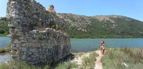 Pozostałości budowli w starożytnym mieście Butrint / Building remnants in ancient town Butrint