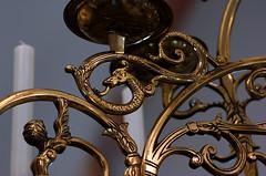 Hameln, Niedersachsen, Mnsterkirche St. Bonifatius, chandelier with man holding a spear, detail (groenling) Tags: hameln niedersachsen deutschland germany de hamelin mnsterkirche stbonifatius chandelier kronleuchter brass messing candle kerz spear speer helmet helm moustache schnurrbart