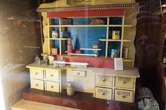 Antique dollhouse kitchen counter (quinet) Tags: belgien belgique belgium brussels brusselstoymuseum bruxelles brssel lemusedujouetdebruxelles spielzeug jouets toys
