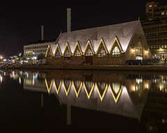 Feskekrka (Arild Vgen) Tags: feskekrka gteborg gothenburg sweden rosenlundskanalen vstra gtaland mirrorimage outdoor night longexposure buildings architecture september 2016 light d600 nikon nikon24mmf28ais fish market fiskmarknad