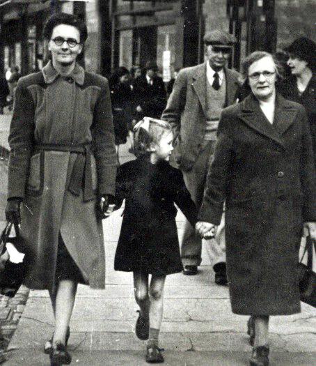 Cathie Irvine, 1940s