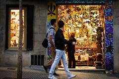 (Herv KERNEIS) Tags: souvenirs magasin boutique rue espagne nuit barcelone lumires mosaques catalogne sonyrx100 voyagesaintlaurent