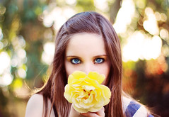 the bright side (Daniela Tad) Tags: blue portrait naturaleza selfportrait flower primavera nature girl yellow 50mm spring eyes bokeh retrato adolescente flor young ojos teenager autorretrato youngphotographer