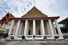 Wat Kalayanamit Bangkok tour_E10962075-023