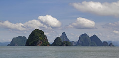 Islands In The Sun / Phang Nga Bay, Thailand (2012) (Stephan Rebernik) Tags: ocean sea sky seascape travelling nature water sunshine clouds thailand islands reisen asia asien meer southeastasia sdostasien wasser natur indianocean himmel wolken berge phuket andamansea felsen sonnenschein inseln ozean phangngabay    andamanensee limestoneislands nationalparkaophangnga buchtvonphangnga kalksteininseln