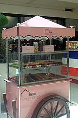 Le Postillon - macarons cart (Le Postillon) Tags: candy tricycle events chocolates glacier icecream gelato cart gelateria carretto helado chariot crpes helados glace gelati joghurt catering pralines glaces creperie horeca macarons specialevents tricycles charrette icecreamcart chocolaterie eiswagen gaufres ijscokar chocolats triporteur crmeglace rception vendingcart eventmanagement streetvending carrettino businessevent ijskar carrodehelados vnementiel weddingcaterers corporatecatering carrettogelati venteambulante icecreamtricycle carrettodeigelati carritosambulantes venditaambulante eisfahrrad vetrinagelati triporteurcrpes charretteglace lepostillon triporteurglaces charrettecaf eisvitrine triporteurcaf chariotglace wwwlepostilloncom eisfahrrder crpescart chariotlancienne pointsdeventes charretteglaces chariotglaces caftriporteur crpestriporteur glacestriporteur chariotglacetraditionnel