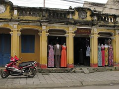Clothing shop , Hoi An old town ,v.n (Duxphoto) Tags: traque clothingshop
