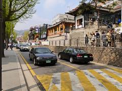 Bukchon Hanok Village (Travis Estell) Tags: boylondon bukchonhanokvillage jongno jongnogu korea republicofkorea seoul southkorea