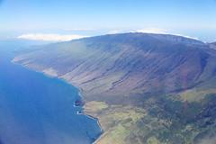 road from hana (1600 Squirrels) Tags: 1600squirrels photo 5dii lenstagged canon24105f4 throughglass aerial airliner haleakala eastmaui maui mauicounty hawaii usa