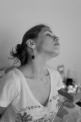 Good Morning 69 (Cadu Dias) Tags: luz natural light manh good morning nikon df 35 35mm pb bn bw grain book preto e branco brazil brazilian brasil cama bed cadu dias cadudias cadupdias day nikondf female feminilidade gro woman girl mulher hot prime lens portrait retrato monochrome people ritratti monocromtico bedroom bom dia window janela