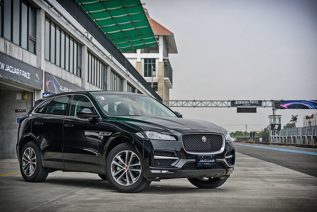 F-Pace-10