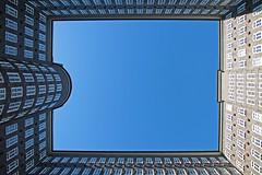 quadrangle (vil.sandi) Tags: licht hamburg himmel kontorhaus sprinkenhof fritzhöger hansundoskargerson viereckigerinnenhof 1927bis1943erbaut