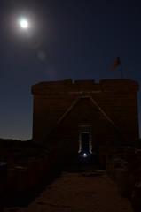 Castillo o torre de defensa de Sa Punta de n'Amer (Mallorca). (Jumaik) Tags: espaa noche spain luna nocturna mallorca castillo calamillor puntadenamer