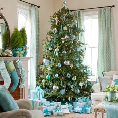 Christmas-tree-decorations-icy-blue-decorations