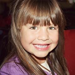 Lizbeth (lizbeth ) Tags: portrait girl smile face eyes retrato olhos nia occhi ojos sorriso sonrisa menina rostro bambina lvm lizabeth lavueltaalmundo letouraumonde 101rostrosquemehablendeti