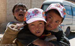 Scamps with runny noses in the village of Paryang (Rijko) Tags: people tibet scamp runnynose scamps deugniet paryang runnynoses deugnieten villageofparyang snotteneus