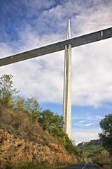 Imagina't circulant ms alt que la Torre Eiffel.  Viaducte de Millau. (.carleS) Tags: canon eos frana tar millau viaducto viaducte 60d caeduiker