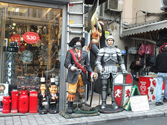 Statue shop (CyberMacs) Tags: turkey other market trkiye places istanbul bazaar byzantine eminn ar kapalar constantinoble othernames