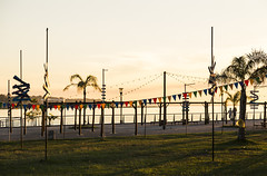 Banderines de colores... (Pablin79) Tags: coast sun sunset sky shadows colors colorfull posadas misiones argentina afternoon outdoor grass green pennants light