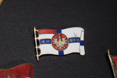 1914 Polish flag pin (quinet) Tags: flag poland medal warsaw 1914 fahne drapeau varsovie warschau 2015 medaille muzeumwojskapolskiego warsowa museumofthepolisharmy