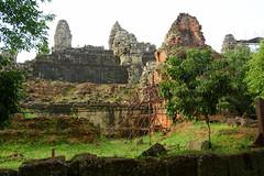 Phnom Bakheng (Neil Noland) Tags: cambodia siemreap angkor phnombakheng temple ruin