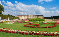 Schloss Schoenbrunn 1 (Wolfgang Staudt) Tags: schoenbrunn schlossschnbrunn wien schloss barock oesterreich europa hietzing attraktion gloriette neptunbrunnen garten parterre schlossgarten ausflugsziel sehenswert