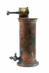 Irrigateur du Dr guisier (France, 2me moiti du 19me sicle) (Cletus Awreetus) Tags: mdecine irrigateur lavement nma enema antiquit mtal cuivre