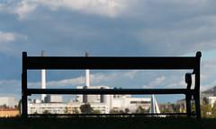 Banco con vistas (mandoft) Tags: copenhague denmark cielo banco contraluz chimenea nube kbenhavn regincapital dinamarca dk