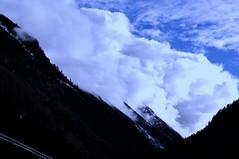 Nubes bajas o montaa alta? (enrique1959 -) Tags: martesdenubes martes nubes nwn cauterets pirineos francia givemefive