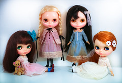Four Little Maidens (D-art ) Tags: pink liz dusty outfit doll eli leo alice dresses blonde margot kenner blythe brunette bangs distress raven readhead wispy mecanique chunky bobbie poupee sidepart soodolls