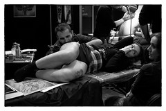 * (Bwoy Blue) Tags: brussels bw availablelight documentary tattoos convention bodyart tattooing ibtc brusselstattooconvention