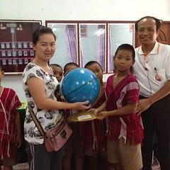 พ้นจากเขตป่า เข้าสู่ อ.พบพระ เริ่มมีสัญญาณมือถือ แวะบริจาคสื่อการเรียนการสอนให้โรงเรียนสุดท้ายของทริป โรงเรียนบ้านห้วยน้ำนัก นักเรียนอนุบาลถึง ม.๓ ต่อจากนี้ไปก็คือการซื้อพืชผลเกษตรจาก อ.พบพระ แล้วล่องแจกรายทางไปจนถึงกรุงเทพฯดังที่ได้รายงานเรียลไทม์ไปแล้ว