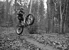 Manual (Hagbard_) Tags: flying jumping tour herbst mountainbike manual surly wald bltter bunt heide stausee 907 moonlander nosedive fatbike fatfun