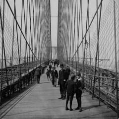 (animated stereo) Brooklyn bridge walkway, 1901 (Thiophene_Guy) Tags: bridge blackandwhite bw ny newyork history monochrome brooklyn stereogram 3d victorian jiggly wiggly stereo pedestrians stereoview animated gif jiggle parallax animatedgif 20thcentury wiggle 1900s victorianfashion victorianera derivativeworks stereophotomaker motionparallax animatedstereo imagesharedbythelibraryofcongress