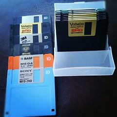 """อตีตรักเท่าชีวีต มีเกมเพียบ โดยเฉพาะมารีโอ้ เด็กสมัยนี้คงไม่รู้จัก #Floppy #Disk #3.5"""" #DriveA: #FDD #Mario"""