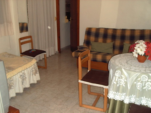 salón comedor amplio, exterior soleado. Pida más información en su agencia inmobiliaria Asegil de Benidorm  www.inmobiliariabenidorm.com