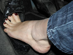 Model Francy_Night drive_Nervous flooring and slip off her toes out of flats (Balletflat's lover) Tags: ballet black glitter toes bare off flats slip pied nero piedi pedal dita pumping nudi ballerine heelpop heelpopping