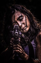 Tireuse. (Xavier-A.) Tags: pose femme belle shooting fille brune aurelie jeune arme xaviera exterieur arget modle justpentax treillie