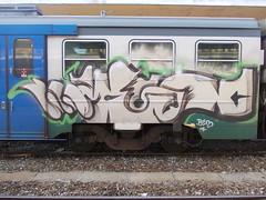 Immagine 052 (en-ri) Tags: verde train writing torino graffiti crew arrow mesk belove