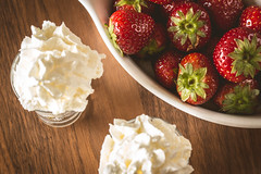 Strawberries and cream (WillemijnB) Tags: strawberries aardbeien fraises erdbeere whippedcream cream slagroom crme crmechantilly crmeafouetter sahne schlagsahne food dessert toetje wood tafel hout bois cup jum delicious