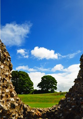 Old Sarum I (edited) (Eddy-Welbz) Tags: somerset oldsarum old sarum landscape clouds tree nature human oldnew