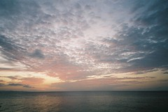 sunset (motty) Tags: sunset sea film japan 35mm island coast village natura super 200 okinawa classica kunigami kunigamison naturaclassica uxi efiniti efinitiuxisuper200 efinitiuxi200
