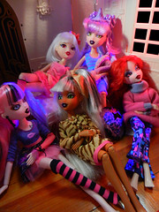 Wicked Night In (alexbabs1) Tags: party fall dolls slumber magic entertainment teen jade wicked glam witches mga sleepover 2012 bratz yasmina cloetta mgae fa12 bratzillaz sashabella meygana