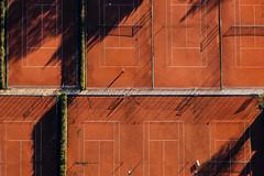 Serve (Aerial Photography) Tags: shadow people lines sport by aerial menschen tennis tutzing sportplatz schatten sta luftbild luftaufnahme obb linien tennisplatz rechteck leisuresports ziegelrot freizeitsport tennisspieler 05112008 fotoklausleidorfwwwleidorfde 1ds23239