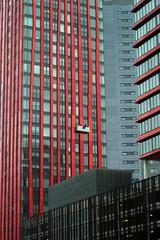 Red Apple (Arend Jan Wonink) Tags: architecture 50mm rotterdam skyscrapers plasticfantastic highrise windowcleaners zuidholland redapple rotjeknor hoogbouw glazenwassers manhattanaandemaas waterstadtoren